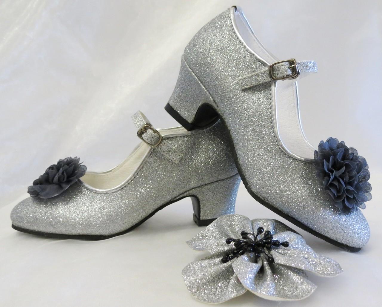 bf5a9ffab7c De Mooiste Spaanse Hak Schoenen in Zilver! Spaanse Hak Schoentjes met  Klik-Gesp en BloemBroche!